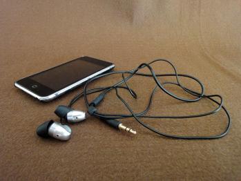 長年愛用していたイヤフォンが断線して使えなくなりました。