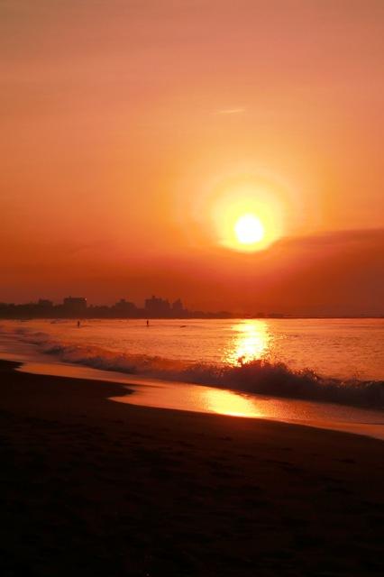早朝の湘南海岸(江の島周辺)