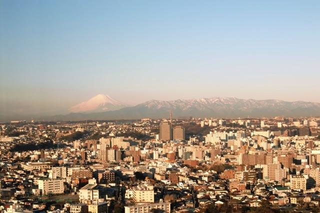 富士山と雪をかぶった丹沢山地
