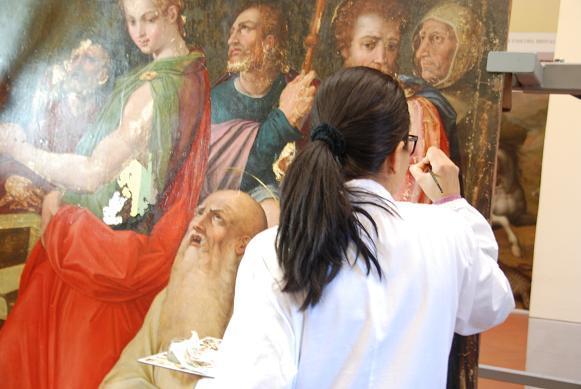ヴァザリーの絵の修復中