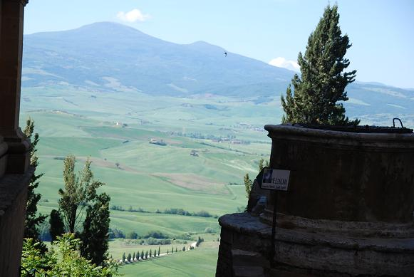 町からのオルチャ渓谷の眺め
