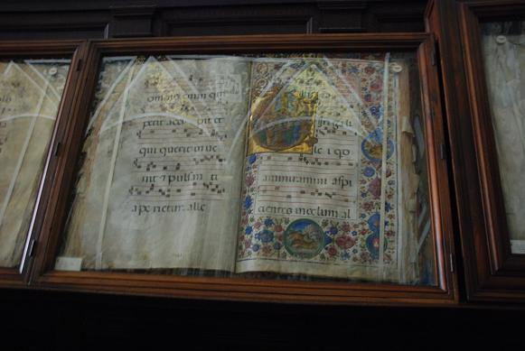 DSC_2430ピッコロミーニ図書室の楽譜