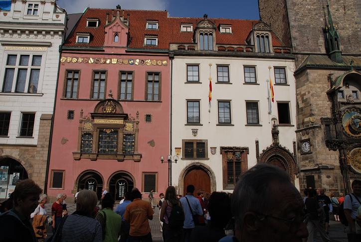 広場に面する建物