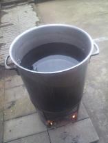 この辺で水を止めないと寸胴鍋に竹を入れた時、熱湯が溢れ出し、大惨事になります・・・