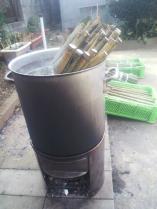 煮沸による油抜き作業