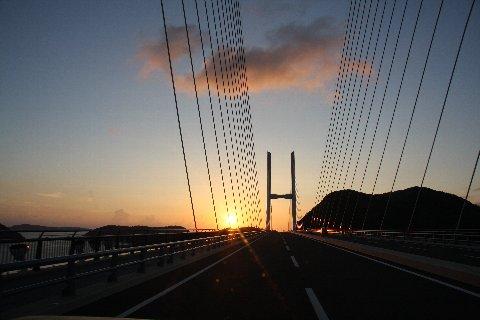 女神大橋と夕日.jpg