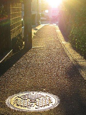 夕日のマンホール.jpg