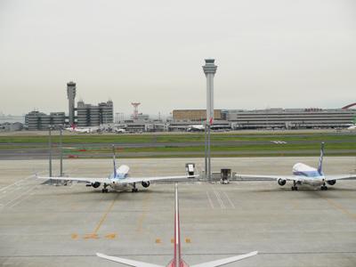タワーと飛行機1