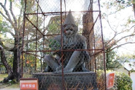 阿形の狛猿_H25.12.10撮影