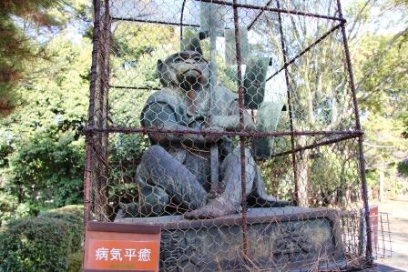 吽形の狛猿_H25.12.10撮影