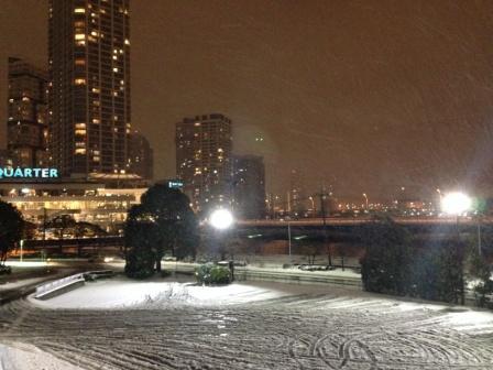 雪の横浜駅東口_H26.02.08撮影