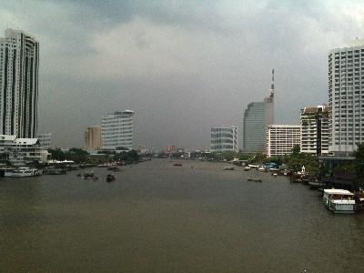 タイ チャオプラヤー川 サパーンタクシン橋写真