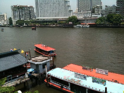 バンコク サパーンタクシン橋 チャオプラヤー川写真