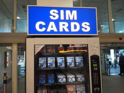 ヒースロー空港内のSIM自動販売機
