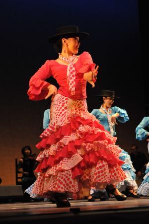 藤井かおる舞踊団 ピンクとブルー水玉