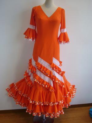 オレンジ衣装正面