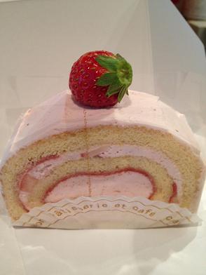 クレヨン イチゴノロールケーキ