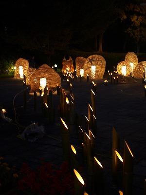 竹灯篭と巨大照明オブジェ群