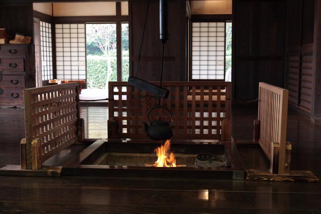 里山民家の囲炉裏