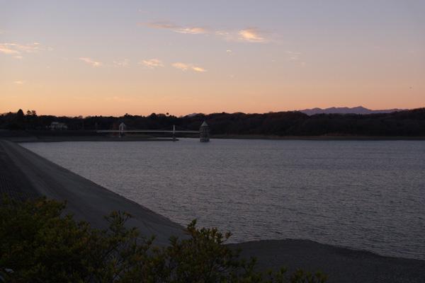 夜明けの狭山湖