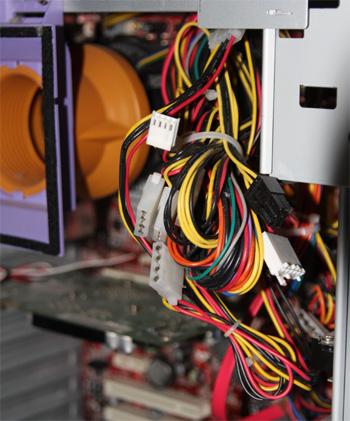 PCの電源ハーネス
