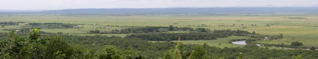 細岡展望台から見た釧路湿原(左)