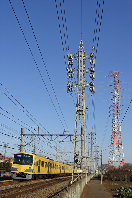 西武3000系電車と送電線