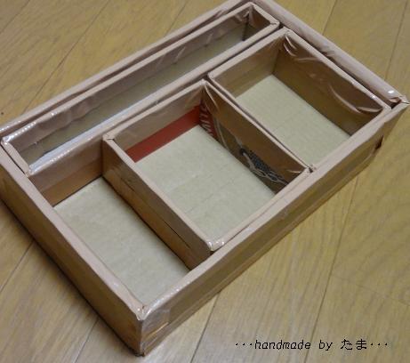裁縫箱 外側の箱に仕切り箱