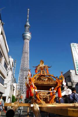 牛島神社お祭りとスカイツリー