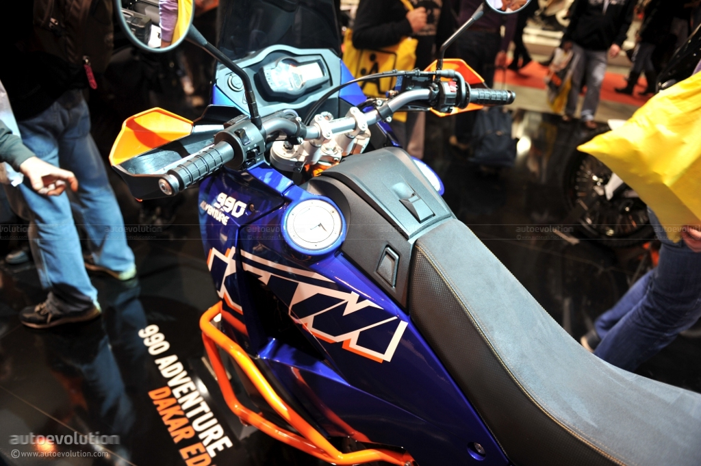 eicma-2010-ktm-990-adventure-dakar_7[1]