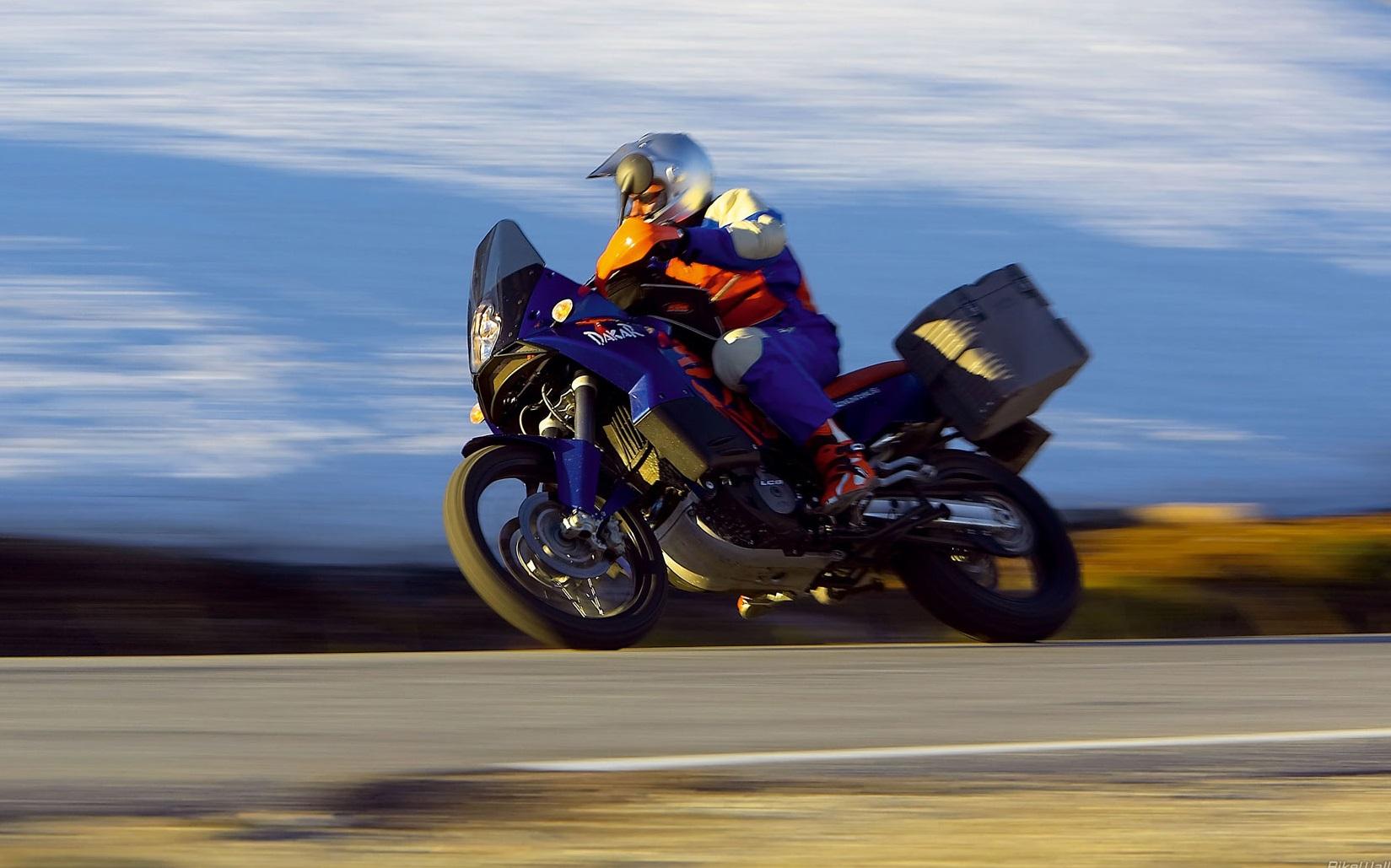 Suzuki KTM 990 Adventure 2006 04[1]
