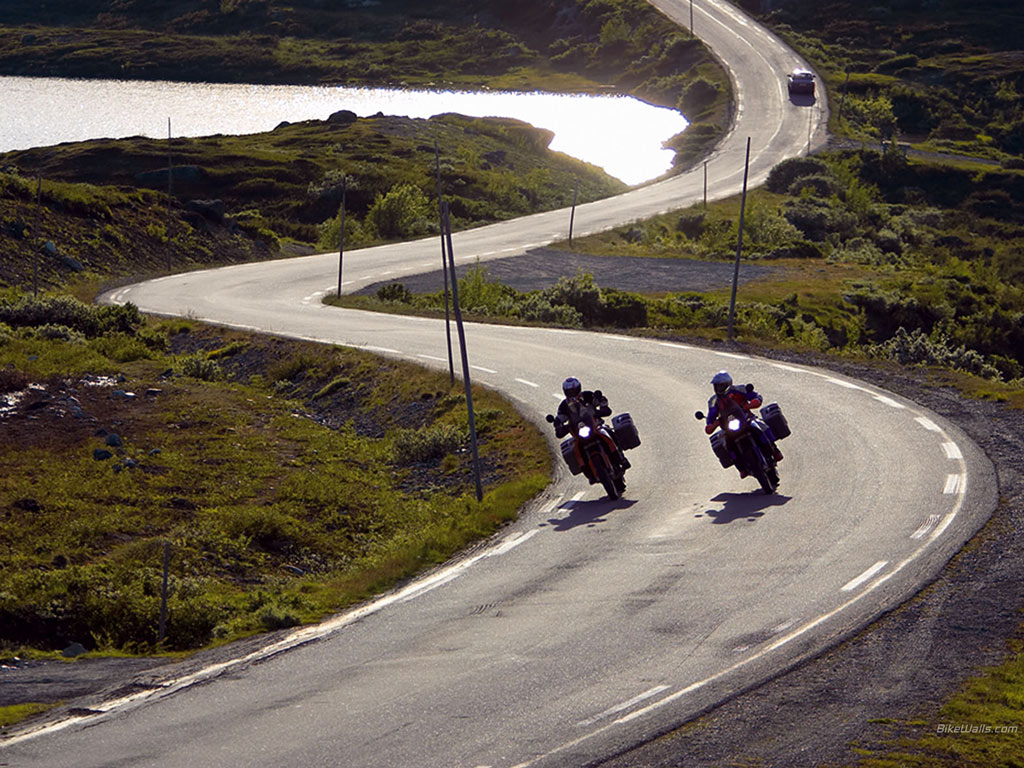 Suzuki_KTM_990_Adventure_2006_07_1024x768[1]
