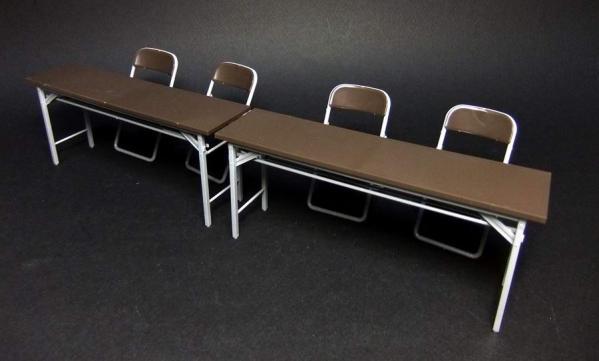 部室の机と椅子1