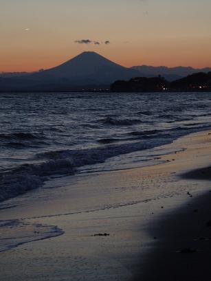 夕闇と富士