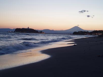 夕闇と富士山