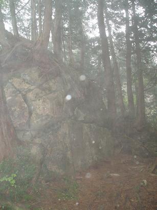 蔵立岩とオーブ