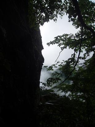 天柱石と霧