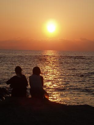 カップルと夕日