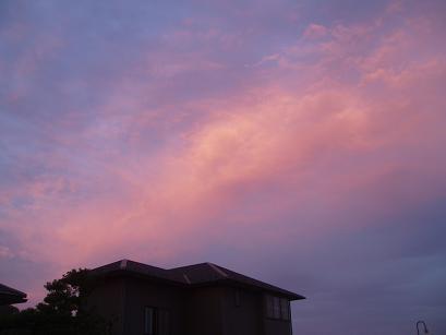 新しい家と夕焼け空