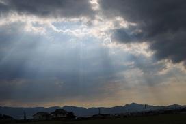 二上山と光