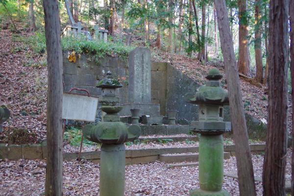 黒田直邦の墓