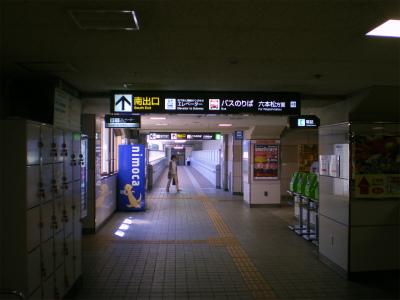 薬院駅構内
