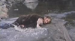 悪 川で倒れる