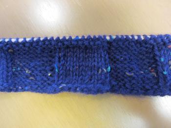 棒針紫市松模様バッグ編み始め2