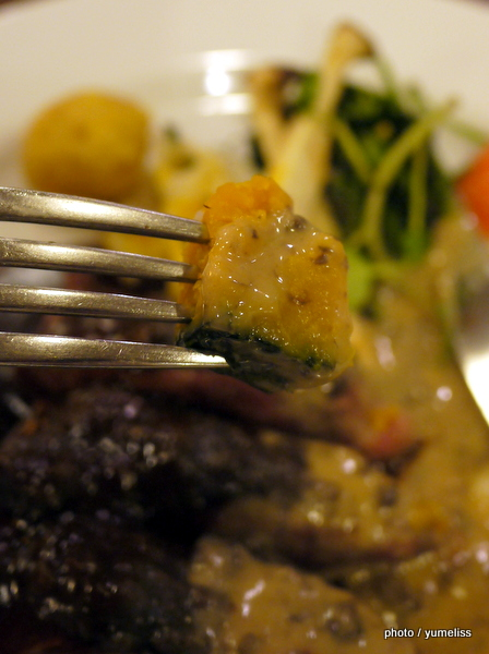 デニーズ「ドライエイジングビーフ 牛みすじステーキ ~2種のきのこソースで」