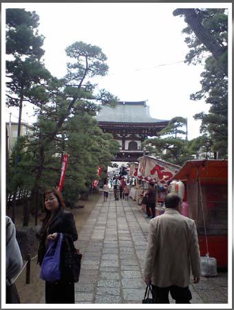 萬満寺参道に出店