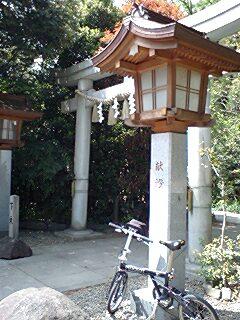 諏訪神社脇参道