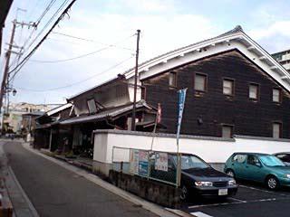 街道沿いの家