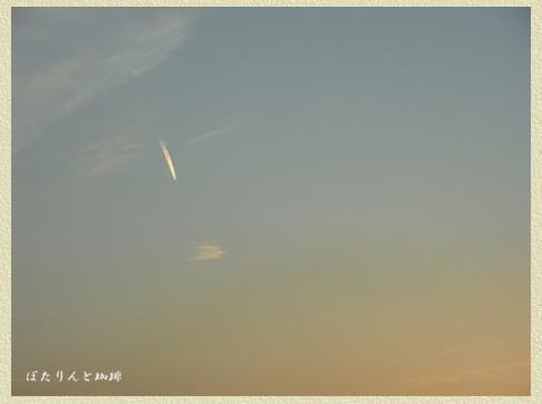 夕空 ひこうき雲