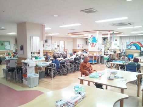 介護老人保健施設あいの郷2階の食堂に居る母を写メ